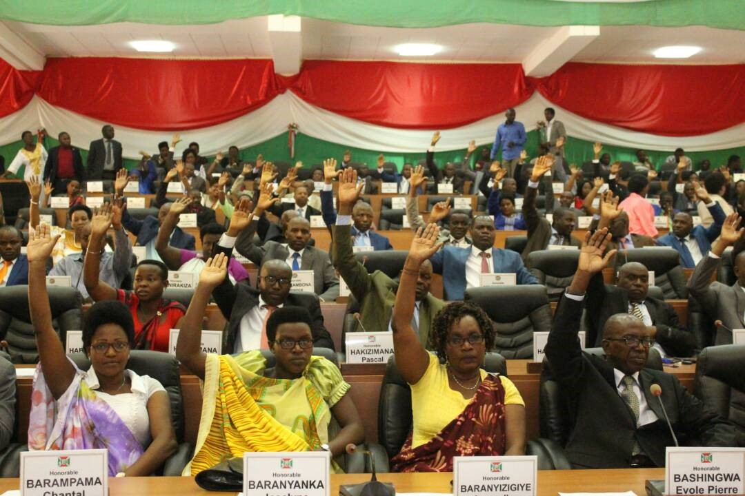 Members of the Parliament voting the resolution setting up a special commission assigned to verify the report of the commission of inquiry on Burundi. Credit: Inama Nshingamateka on twitter